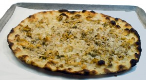 This clam pizza from Frank Pepe's Pizzeria /Capelight (Francis Rosselli) [CC-BY-SA-3.0 (http://creativecommons.org/licenses/by-sa/3.0) or GFDL (http://www.gnu.org/copyleft/fdl.html)], via Wikimedia Commons