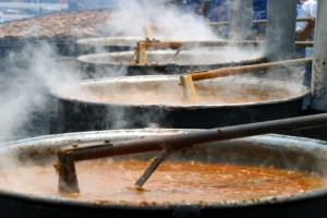 Pots of burgoo simmering at the International BBG Festival in Owensboro, Ky. / www.kentuckytourism.com